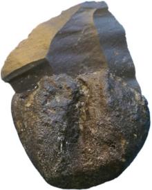 Silex enrobé de colle chauffé au feu, datant de 200000 ans. Crédits.